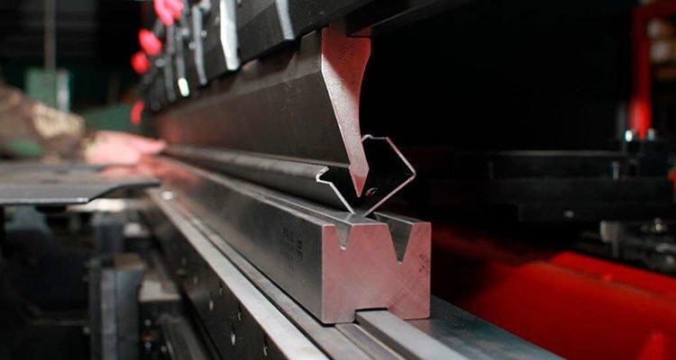 Процессы гибки металла. Как все устроено. фото